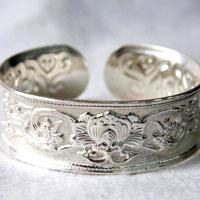 What is The Best Way to Clean Silver Jewelry