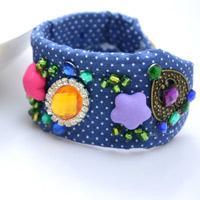 Trois Etapes Simples Pour Faire Un Joli Bracelet Manchette A Breloques Pour Les Femmes