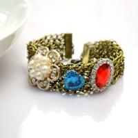 How to Make a Vintage Chain Bracelet Decorated with Cabochons