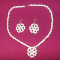 How to Make a White Beaded Snowflake Jewelry Set for Christmas