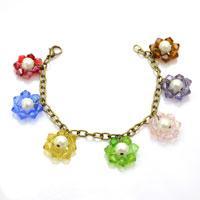 Comment Faire Un Bracelet À Breloque De Fleur Avec Des Perles Cristal Et Des Perles De Culture