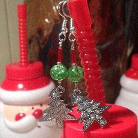 How to Make Christmas Tree Earrings with 3 Easy Steps