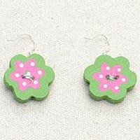 Easy-to-Follow Tutorial on How to Make Lovely Flower Earrings with Wood Beads