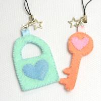 Cute Crafts Design on Making Your Own Couple Key Chains with Felt