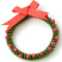 How to Make a Wire Wrapped Christmas Ornament Wreath with Beads and Ribbon
