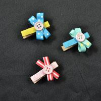 How to Make a Lovely Photo Clip with Recycled Ribbons, Wood Clips and Buttons