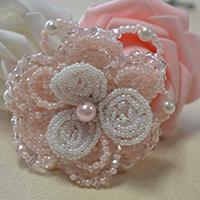 Tutorial on Making a Flower Brooch with Seed Beads and Pearl Beads