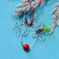How to Make a Wire Christmas Reindeer Hanging Ornament with Red Beads