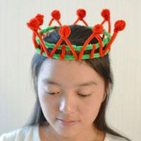 Easy Christmas Craft for Kids to Make – How to Make Kids Crown with Red and Green Chenille Stems