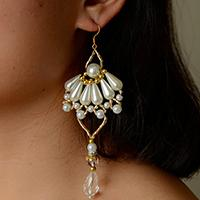 How to Make a Pair of Bridal Chandelier Earrings with Pearl and Glass Beads