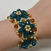 How Do You Make a Blue Glass Beaded Flower Bracelet for Girls
