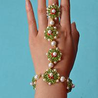How to Make Delicate Beading Bracelet with Glass Beads and Pearl Beads