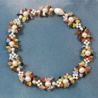 Instructions on How to Make Awesome Pearl and Glass Beads Necklace for Women