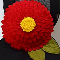 Instructions on How to Make Red Felt Flower Pillow at Home