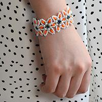 Tutorial on How to Make Flower Bracelet with Pearl and Seed Beads