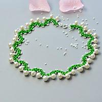 How to Make a Collar Necklace with 2-Hole Seed Beads and White Pearl Beads