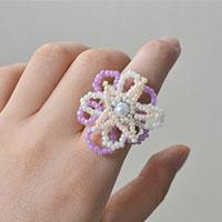 Beebeecraft tutorials on how to DIY spring flower ring with seed beads