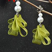 Beebeecraft ideas on making ribbon pearl earrings