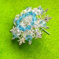 Make your own beaded jewelry-piece of eye-catching Christmas snowflake brooch