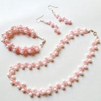 How to Make a Beaded Spiral Pearl Necklace, Bracelet, & Earring Set