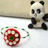 How to Make Your Own Wire Bangle Bracelet with Beads and Felt