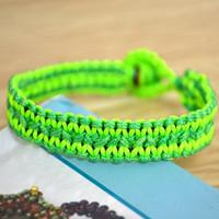 How to Finish a Cool Flat Hemp Bracelet in a Fresh Style