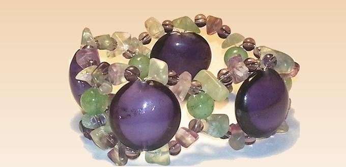 How to Weave an Easy Bracelet with Glass Beads and Gemstones