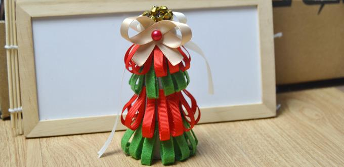 Tutorial on Making a Red and Green Christmas Tree out of Ribbon and Felt