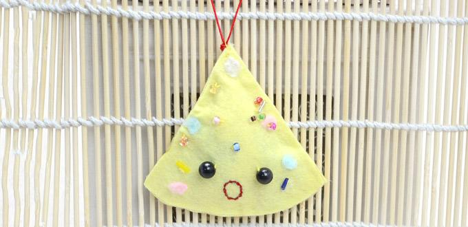Making Christmas Triangle Cookie Ornament within 3 Steps