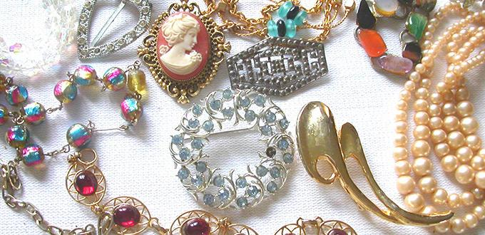 Costume Jewelry Collection Guide to Help You Find the Most Collectible Costume Jewelry