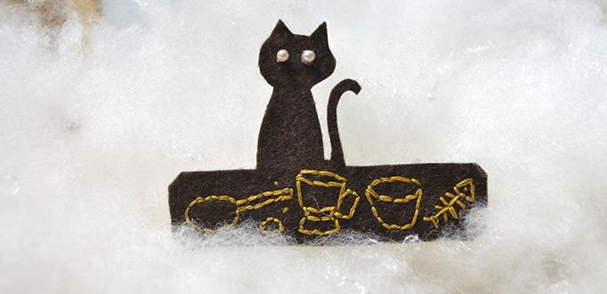 A Cat Pattern for Making an Embroidered Felt Hair Clip