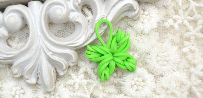 Making a Green Four-leaf Clover Rubber Band Loom Charm by Hand