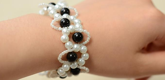 How to Make an Easy Black and White Beaded Bracelet with Wave Patterns