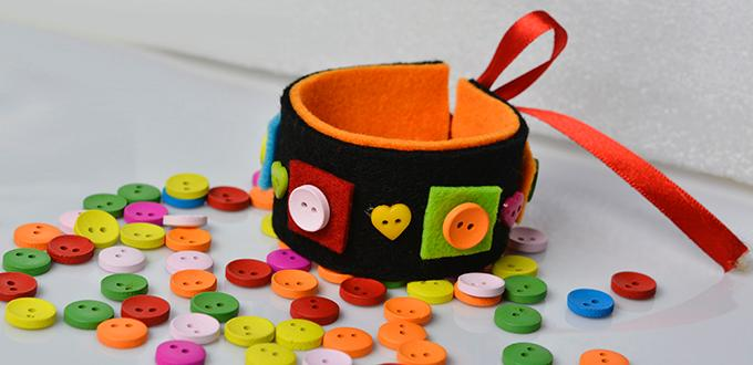How to Make a Black Wide Felt and Button Bracelet for Kids