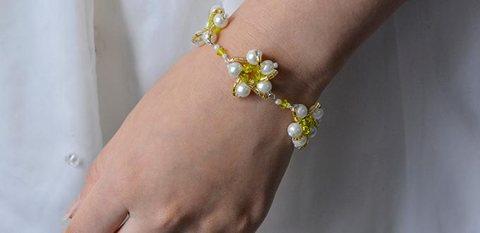 How to DIY a White Pearl Beaded Flower Bracelet