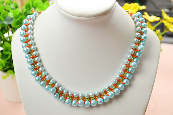 the final look of the woven pearl chain necklace
