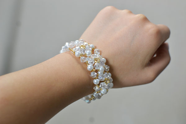 Look at the final piece on my wrist! It's very bling bling and elegant!