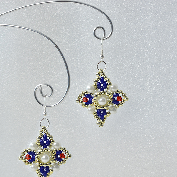 Here is the final look of the beading square earrings: