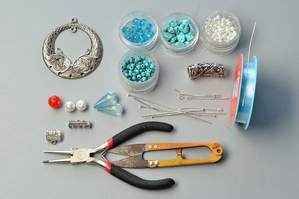 supplies needed in DIY the three-strand blue bead necklace