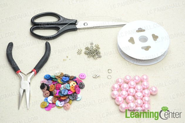 Supplies required for making the bead necklace