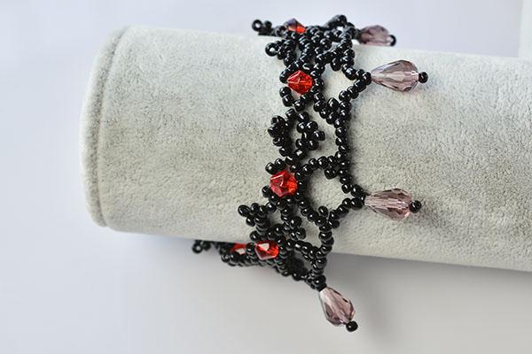 final look of the handmade black seed bead weaving bracelet