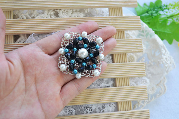 The Final Look of How to DIY Vintage Style Pearl Brooch with Glass Beads