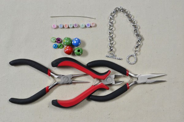 Supplies needed in DIY the lovely chain bracelet