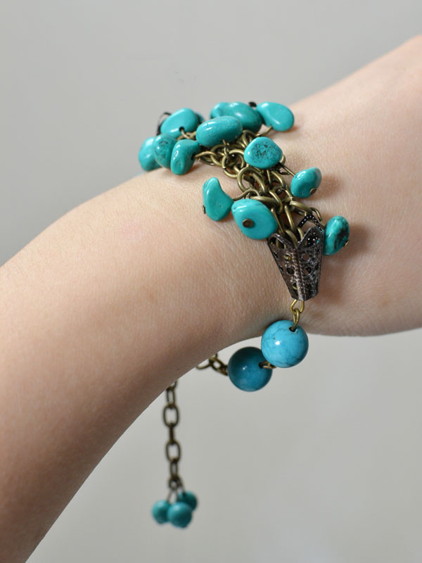 final look of the handmade turquoise bead bracelet