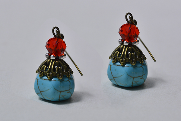 Here is the final look of this pair of turquoise bead drop earrings.