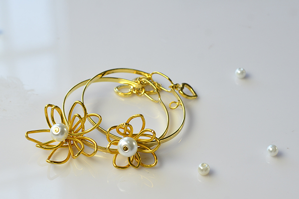 This is the final look of these handmade bangle bracelets~