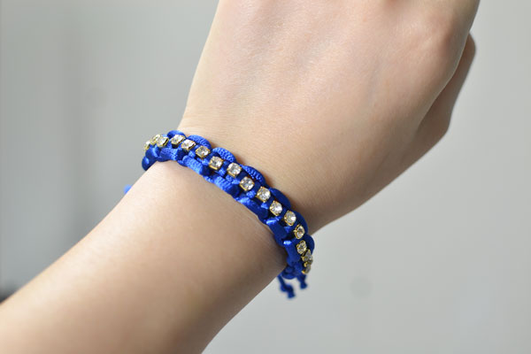 Just with 2 steps, this unique thread braided bead bracelet is made!