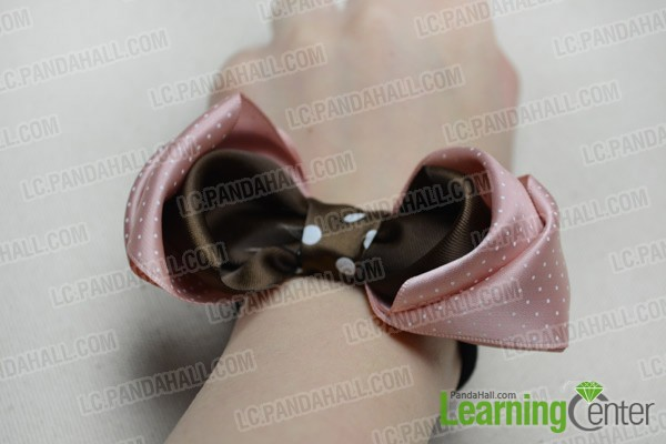 Finally the bow tie hair bow looks like: