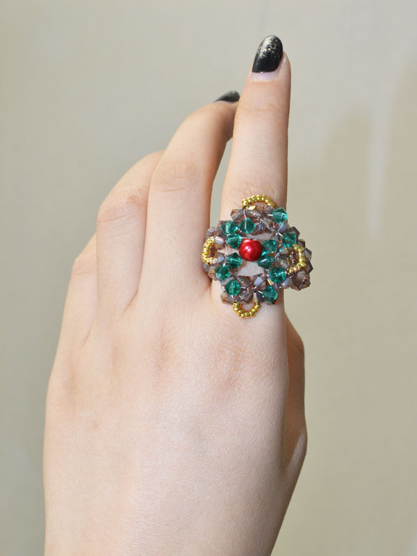 This is the final look of this glass bead ring on my finger! It's no doubt that I love it!