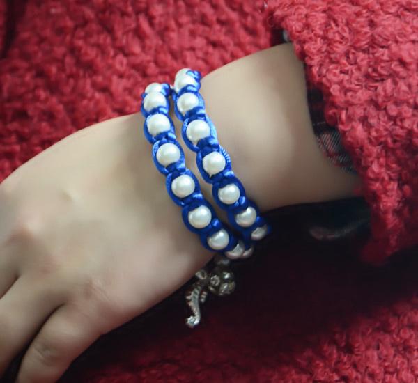 The final look of this beautiful pearl macrame bracelet: